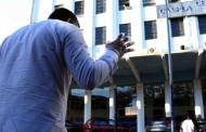 """Evangélicos oram em frente à Prefeitura para """"abençoar cidade"""" do RJ"""