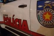 Homem é morto a tiros na porta de casa no conjunto Cleto Marques Luz, em Maceió