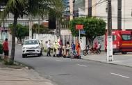 Acidente entre carro e moto deixa uma pessoa ferida na Ponta Verde, em Maceió