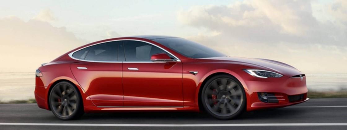 Tesla vendeu carros mesmo sabendo que baterias poderiam explodir