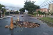 Crateras na Jatiúca, em Maceió, colocam em risco motoristas que passam pela região