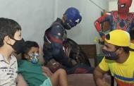 Empresários do ramo de eventos levam personagens infantis até a casa de clientes durante a pandemia