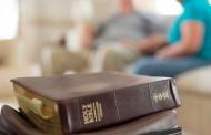 Leitura da Bíblia diminuiu durante a pandemia, segundo a Sociedade Bíblica Americana
