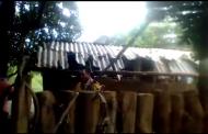Cristãos indianos têm casas destruídas após serem expulsos de aldeia por radicais hindus