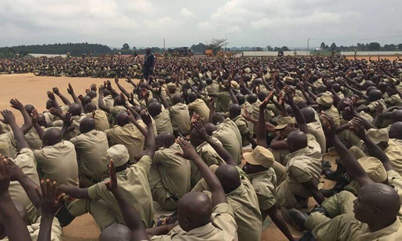 Recrutas da polícia se rendem a Jesus Cristo em Uganda