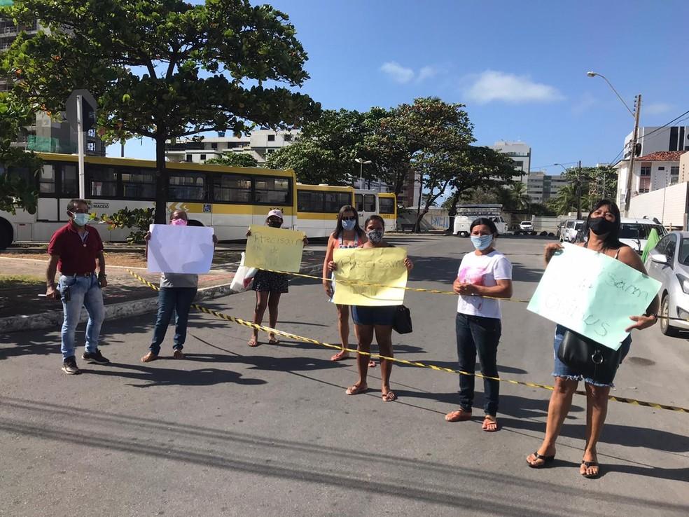 Moradores do São Jorge, em Maceió, fazem novo protesto por melhorias no transporte público