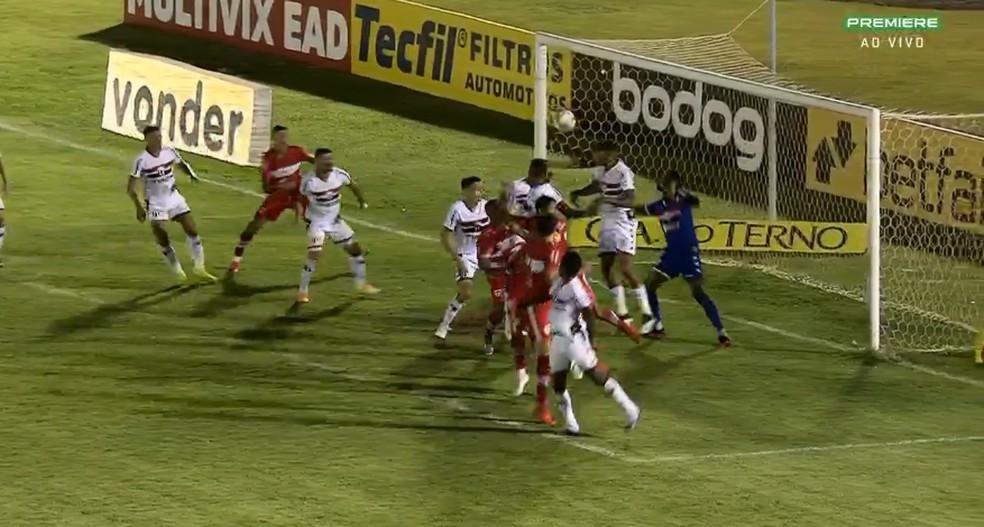 Reginaldo Jr. faz o gol de vitória marcante do CRB e mostra a força da