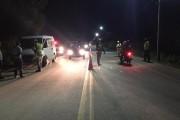 Mulher é presa por desacato após xingar policiais durante fiscalização em Alagoas