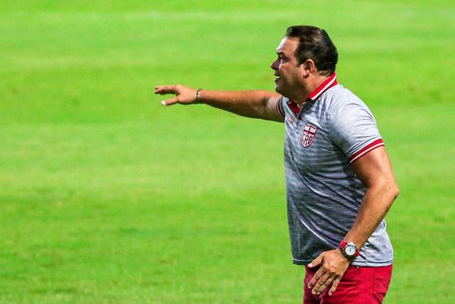 Fernandes avisa que sequência de vitórias não pode fazer o CRB relaxar e destaca 2º tempo do jogo contra Guarani: