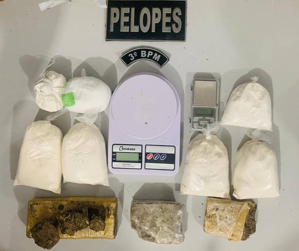 Jovem é presa com 1,6 kg de cocaína em Arapiraca, AL