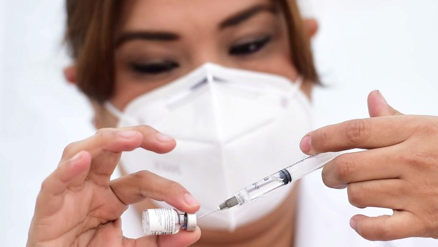 Médica sofre reação alérgica grave ao receber vacina contra a Covid-19 no México