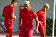 Roberto Fernandes vai mudar o time do CRB contra Operário: veja a escalação provável