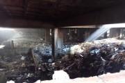 Fogo atinge entulho que estava em subsolo de prédio abandonado em Maceió
