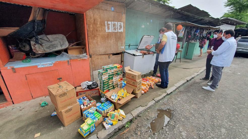 Fiscalização apreende 3 toneladas de alimentos vencidos ou com validade adulterada em Maceió