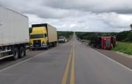 Acidente entre caminhão, carros e moto mata duas pessoas e deixa várias feridas na BR-423, Alagoas