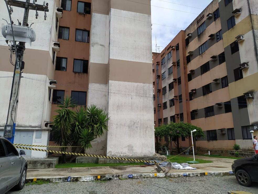 Prédio em que pintor morreu ao cair do 5º andar na Santa Amélia, em Maceió, tem obra embargada
