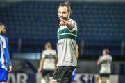 Contra o Coritiba, CRB reencontra centroavante Léo Gamalho no Brasileiro