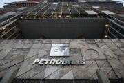 Ações da Petrobras sobem 6% após governo avaliar projeto de lei para privatização da companhia
